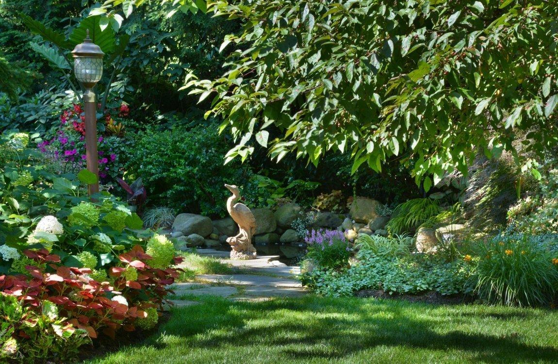 Lawn-Stone-Crane